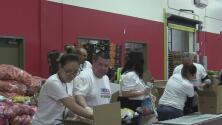 Empleados de Univision Arizona realizaron trabajo voluntario para los más necesitados
