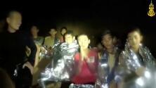 Nuevo video muestra a los niños atrapados en la cueva tailandesa más delgados pero sanos