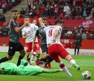 ¡Qué jugadón! Lewandowski pone tres cuartos de gol y Krychowiak sentencia