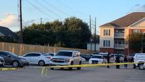 Lo que se sabe del hallazgo de tres menores y un cadáver en apartamento al oeste del condado Harris