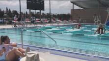 ¿Cuáles son los riesgos de contagio del coronavirus en una piscina?