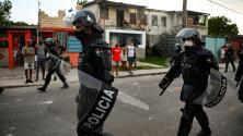 Denuncian torturas y abusos contra los manifestantes que son detenidos por el régimen en Cuba