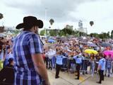Mientras Gerardo Ortiz es nombrado persona 'no grata' en Jalisco, en Guanajuato lo adoran