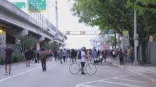 Lanzan gases lacrimógenos para dispersar a quienes protestan en Miami por la muerte de George Floyd