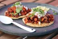 Chef Yisus llegó hasta La Santa Taquería en Miami para saber cómo se preparan los exquisitos tacos Villamelón