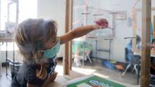 """""""Quiero que los niños en California regresen a los salones"""": Miguel Cardona sobre el inicio del nuevo año escolar"""