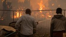 Incendio Alisal rodea viviendas y obliga evacuaciones en el norte de Santa Bárbara, California