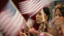 887 personas provenientes de 60 países se convirtieron en ciudadanos americanos