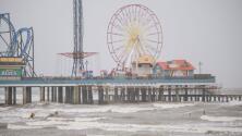 Hasta 20 pulgadas de lluvia, clases suspendidas y alerta máxima: avanza la tormenta tropical Nicholas hacia Texas