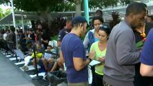 A la espera del iPhone X miles de estadounidenses hacen filas para comprar el dispositivo