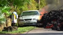 El impresionante avance de la lava del volcán Kilauea que se traga todo a su paso (incluido un auto)
