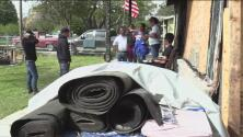 Comunidad de Lancaster, en Texas, se une para reconstruir el hogar de familia hispana que lo perdió todo en un incendio