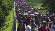 Migrantes de la caravana se encuentran con un cadáver al llegar a la Villa Comaltitlán, México