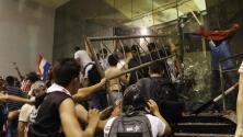 En medio de fuertes disturbios fue incendiado parte del edificio del Congreso en Paraguay
