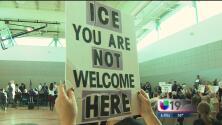 Foro comunitario de inmigración en Sacramento se torna en un polémico encuentro