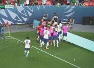 ¡Reprobable! Pulisic le canta el gol a la afición del Tri y le arrojan objetos