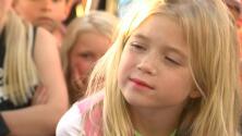 """""""¡Afeitémonos por Leighton!"""": la sorpresa de unos niños a su compañera de 7 años con cáncer"""