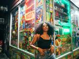 Una afrolatina busca visibilidad para su comunidad a través de la música