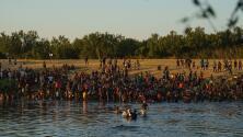 Aumentan vuelos de deportación para cientos de inmigrantes indocumentados varados en Texas