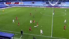 ¡Expulsión! El árbitro saca la roja directa a Kristian Thorstvedt.