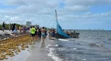 El momento cuando una decena de balseros cubanos llegan a Key Biscayne en Memorial Day