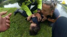 Niño de 2 años cae a un estanque y una mujer se lanza para rescatarlo