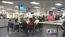 DMV rebasado por solicitud de licencias