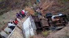 Tres mujeres y dos menores están entre los fallecidos tras accidente de un camión con migrantes