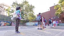 En medio de expectativas y preocupación, miles de estudiantes en la ciudad de Nueva York vuelven a las aulas