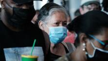 """""""Es tan contagiosa como la varicela"""": Delta se propaga también entre los vacunados pero con menos daños, dicen expertos"""