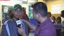 Familias migrantes continúan llegan a San Antonio tras ser liberados de centros de detención