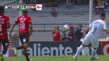 Toño Rodríguez evita el segundo gol de los Pumas