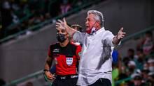 Vucetich acepta que le enojaban los abucheos de la afición de Chivas