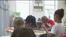 Escuela de niños con padres indigentes busca que sus estudiantes puedan dormir en albergues