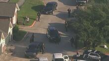 Un policía muere y otro resulta herido de bala durante un operativo en Houston: esto es lo que se sabe