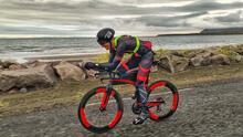 Atleta hispano organiza triatlón desde su casa durante la crisis del coronavirus