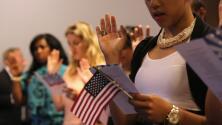 Juez federal bloquea medida que pretende eliminar exoneraciones en pago de trámite de ciudadanía