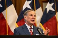 El gobernador de Texas afirma que no impondrá otra orden de uso obligatorio de cubrebocas a pesar del aumento en los casos de coronavirus