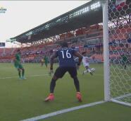 ¡Se le escapa el segundo gol! Biseswar falla en el área chica