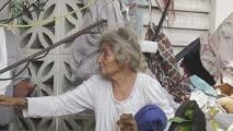 Sin agua, a oscuras y entre escombros: así es como esta mujer pasa sus días en su vivienda en Aguada