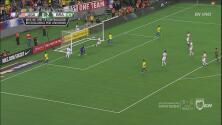 ¡Qué manera de salvar de Miazga ante el disparo de Neymar!