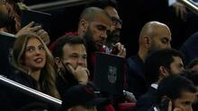 Entre rumores de su regreso, Dani Alves presente en el Camp Nou