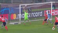 Travesaño salva a Lazio de no clasificar a siguiente fase de Champions