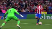 ¡Le mete el pecho a las balas! Alisson le roba el gol a Griezmann