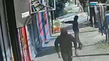 Sin mediar palabra, un hombre inicia tiroteo en peluquería africana de Nueva York que estaba llena de mujeres