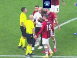 ¡El Milan termina caliente! Querían 'devorar' al árbitro por el penalti