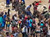 La Patrulla Fronteriza suspende los patrullajes a caballo en campamento de haitianos