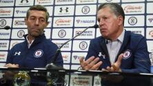 En Cruz Azul hubo 'jalón de orejas' para Pedro Caixinha por parte de Ricardo Peláez