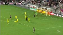 El argentino Gonzalo Higuaín no perdona con este disparo de distancia