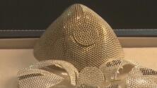 Protección a todo lujo: joyería ofrece cubrebocas de 1.5 millones de dólares, hecho de oro y diamantes